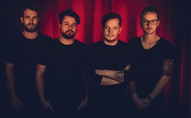 Fall From Everest: 2+2