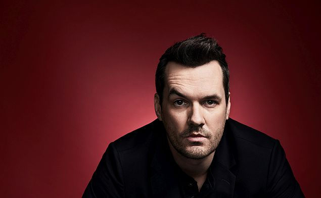 Australský stand-up komik Jim Jefferies v Praze