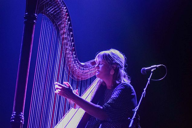 Ve spleti harfy, na pláni cella: Mary Lattimore, Julia Kent