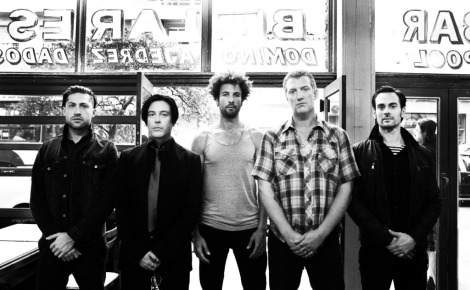 Fairweather Friends: Queens of the Stone Age, Mars Volta a Elton John